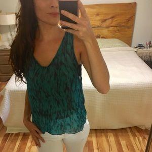 •3 for $25• Sleeveless shirt